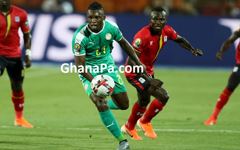 Lamine Gassama of Senegal challenged by Emmanuel Okwi of Uganda during Egypt 2019 Africa Cup of Nations